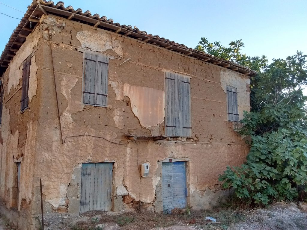 Aigeira - Old adobe house by the beach - c. 2017