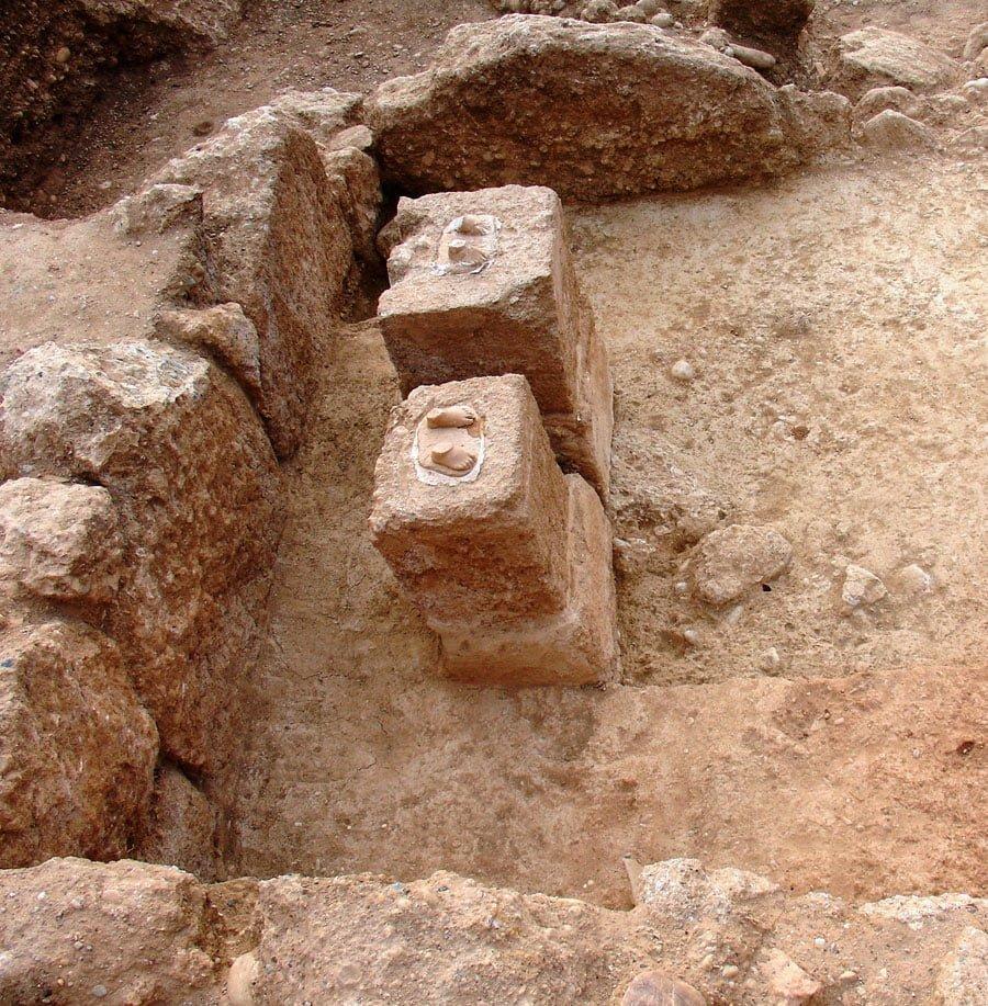 Aigeira - History - Marmara, the bases of the two marble statues in the naiskos interior (Photo - Kollia)